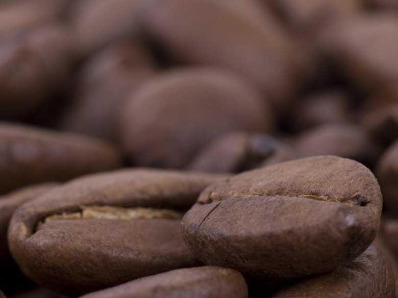 Kofeina ma wpływ na zmianę poziomu estrogenu u młodszych kobiet