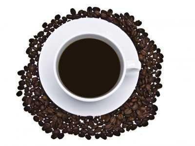Picie kawy a ciśnienie tętnicze krwi – czy rzeczywiście mała czarna sprzyja nadciśnieniu?