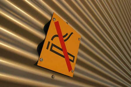 02a111h3a_tabliczka_zakazpalenia_zakaz_palenie_papierosy_nalog_ojoimages_cr