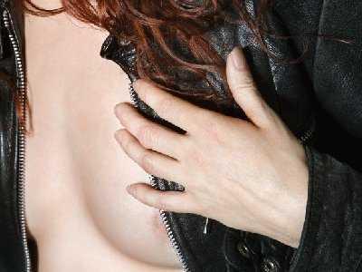 Pielęgnacja piersi młodej mamy