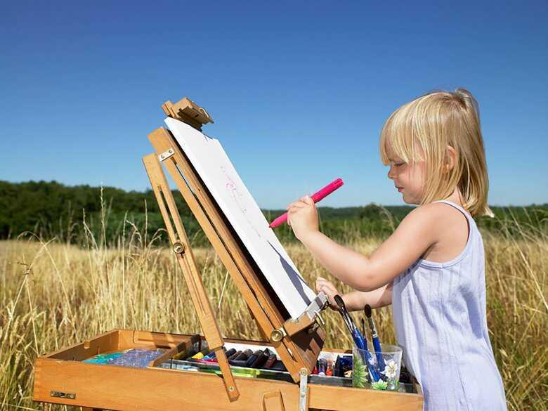Dziecko malujące obraz