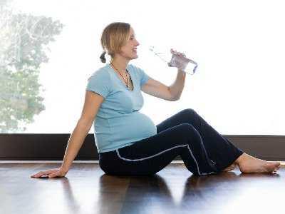 Ćwiczymy i nawadniamy, czyli porady dla mamy w ciąży i jej dziecka