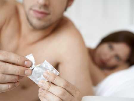 Prezerwatywa dla mężczyzn - wiadomości ogólne na temat prawidłowego stosowania oraz skuteczności tej metody antykoncepcyjnej.