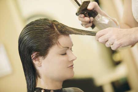 Ciężka reakcja alergiczna na składniki henny i farby do włosów