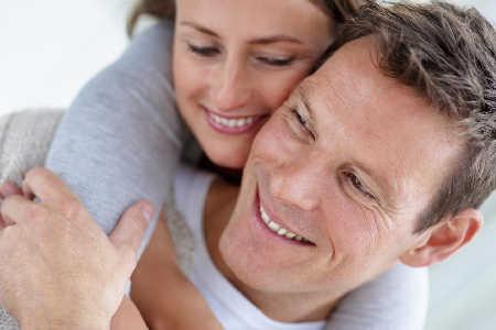 Kontrola skóry pacjentów z czerniakiem przez ich partnerów