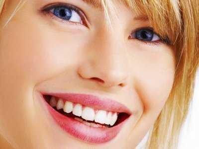 Uśmiechnięte kobiety mają łatwiej
