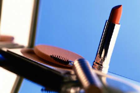 Problemy skórne związane z używaniem kosmetyków