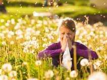 alergia_laka_dziewczyna_katar_chusteczka_panthermedia_7933123_cr