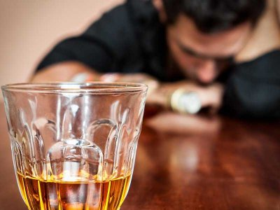 Wzrost zachorowań wywołanych nadużywaniem alkoholu przez mieszkańców Wielkiej Brytanii