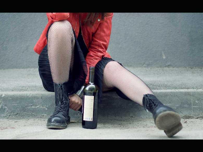 Zagrożenia związane z nadmiernym spożyciem alkoholu przez nastolatków