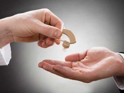 Co wiemy o implantach ślimakowych?