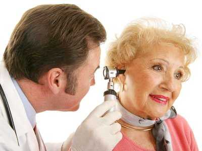 Dlaczego z wiekiem ludzie tracą słuch?