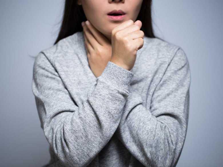 Ból gardła: kiedy należy udać się z nim do lekarza, a kiedy można go leczyć domowymi sposobami?