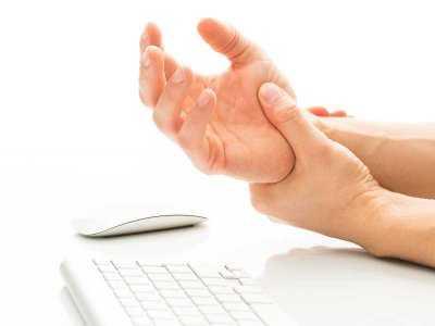 Szorstka skóra na łokciach - domowe sposoby na suchą skórę