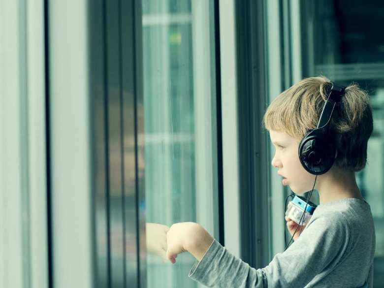 Roczna suma opadów a autyzm dziecięcy