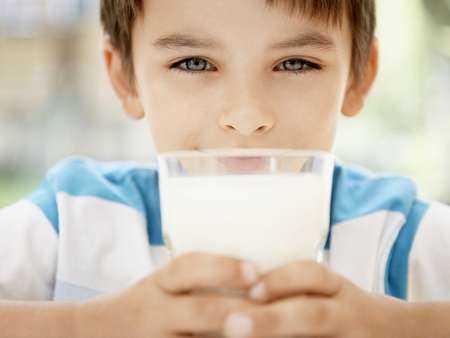 Mleko krowie jako przyczyna dolegliwości brzusznych u dzieci starszych