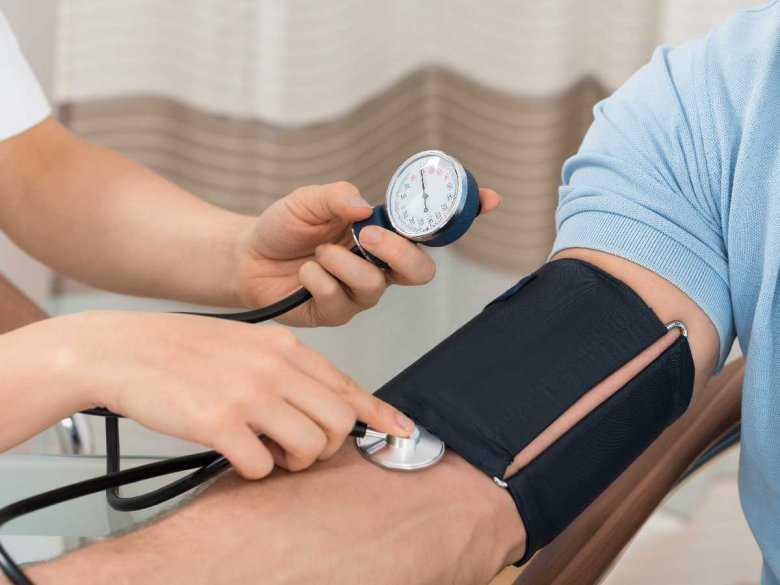 Jakie mogą być przyczyny hipotensji, czyli zbyt niskiego ciśnienia tętniczego krwi?