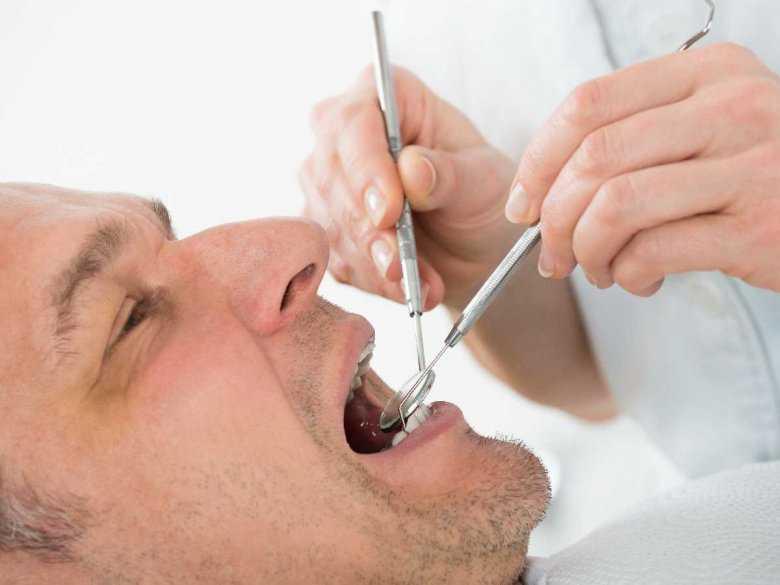 Bierzesz leki? Sprawdź, które mogą mieć skutki uboczne dla zębów