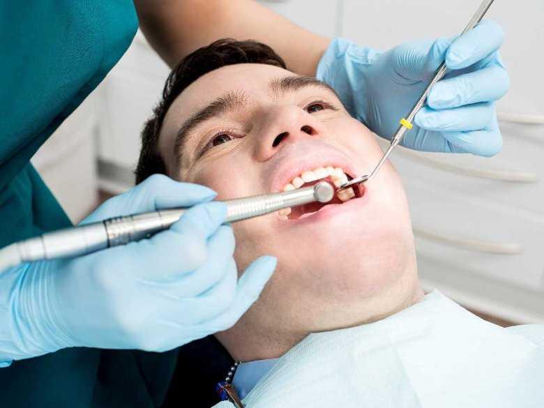 Zmarszczki na twarzy zaczynają się pojawiać od zębów!