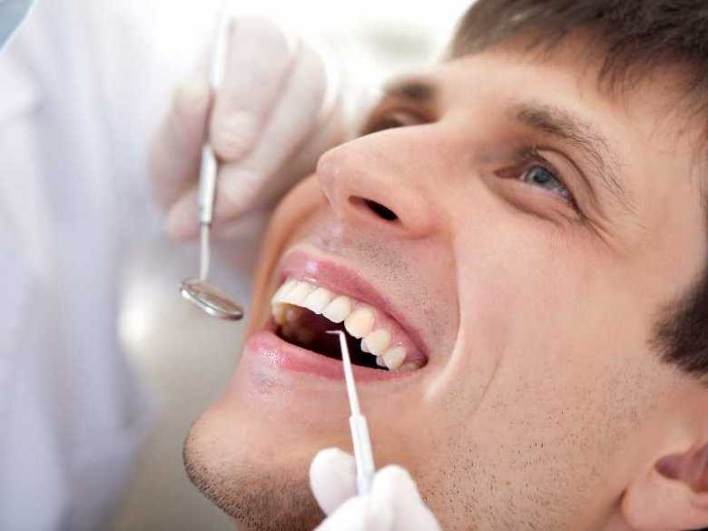 Usuwanie ubytków zębowych w gabinecie dentysty