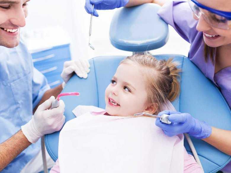 Pielęgnacja zębów niemowląt i dzieci
