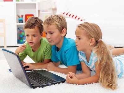 Cyberprzestrzeń i dziecko – czyli jak nauczyć najmłodszych bezpiecznego poruszania się w sieci
