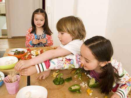 Dzieci z alergią pokarmową powinny uważać na kontakt alergenów ze skórą