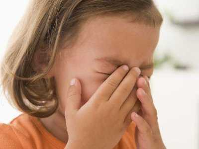 Jak zahamować krwawienie z nosa u dziecka?