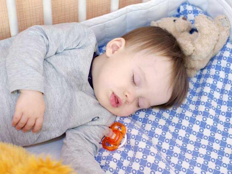 Dlaczego dziecko chrapie? Obturacyjny bezdech senny u dzieci