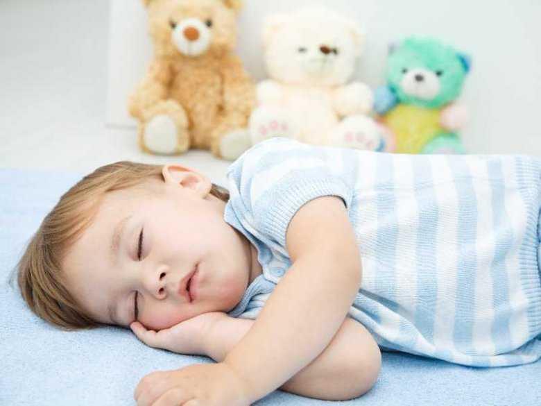 Dziecko podczas odpoczynku, sen