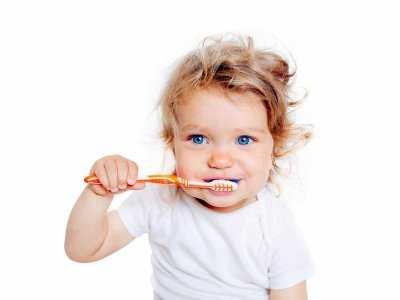 Prawie połowa amerykańskich dzieci nadużywa pastę do zębów