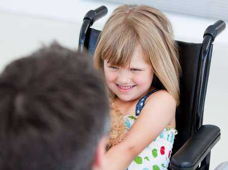 Dziecko na wózku inwalidzkim