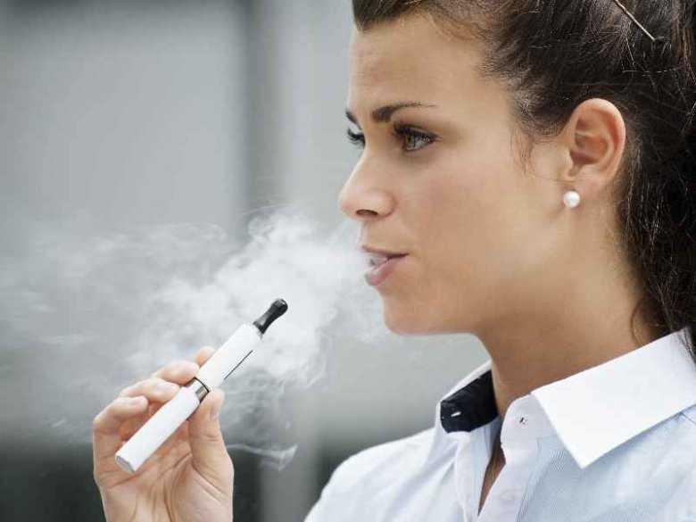Czy elektroniczne papierosy mogą prowadzić do chorób jamy ustnej?