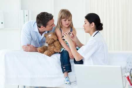 Jak można się zarazić meningokokami. Jakie dają objawy meningokoki?