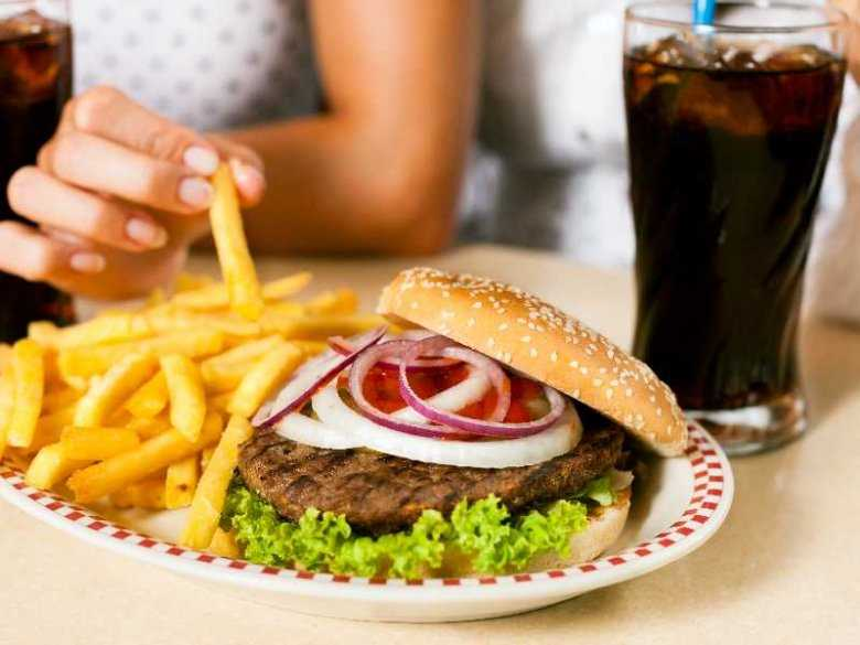 """Wpływ upowszechniania się """"szybkiego jedzenia"""" na dietę dzieci"""