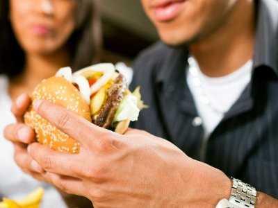 Niedobór snu zwiększa chęć podjadania