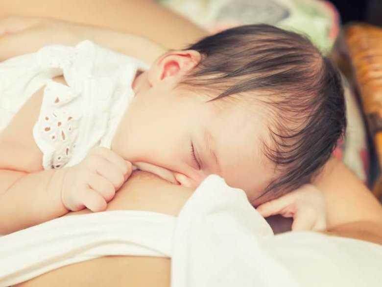 Karmienie piersią zmniejsza ryzyko zgonu dziecka w 1 roku życia