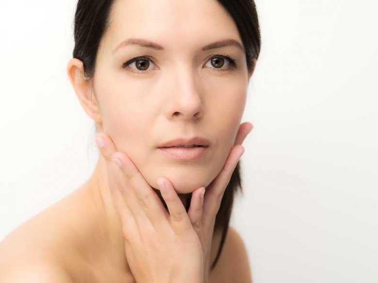 Obrzęk twarzy: przyczyną może być alergia, ale i zaburzenia hormonalne