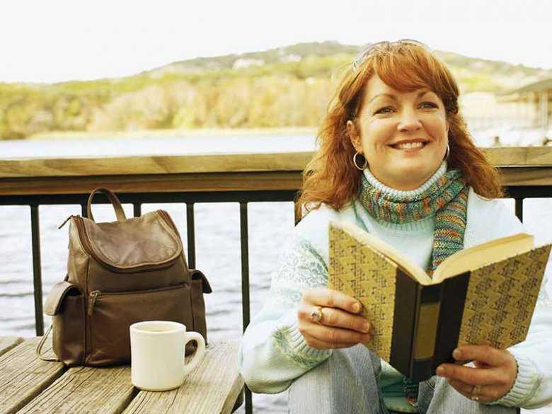 Czytanie książek na wolnym powietrzu