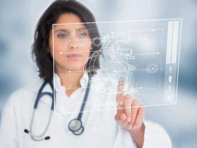 Kobieta w personelu medycznym