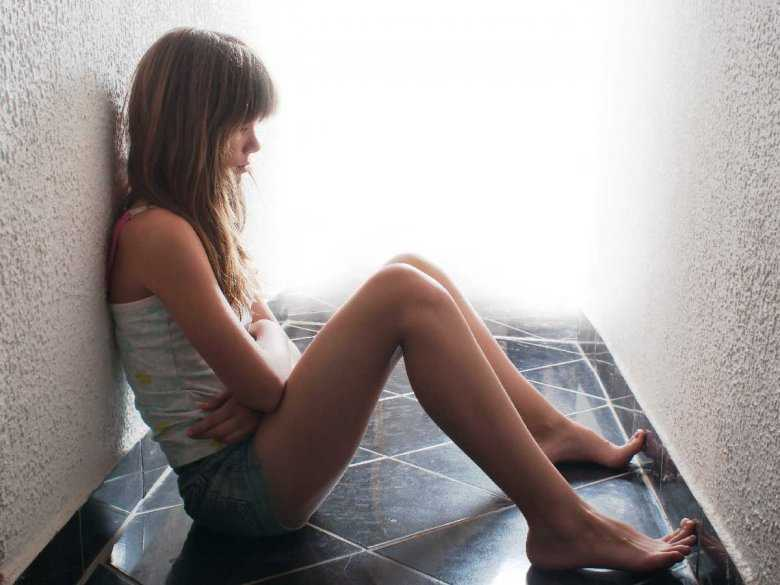 Odrzucenie przez matkę i czynniki genetyczne jako przyczyny dużej depresji