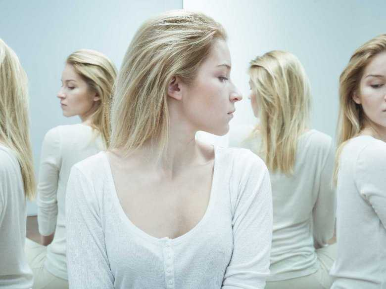 Kobieta cierpiąca na schizofrenię