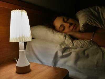Wpływ sztucznego oświetlenia na problemy ze snem