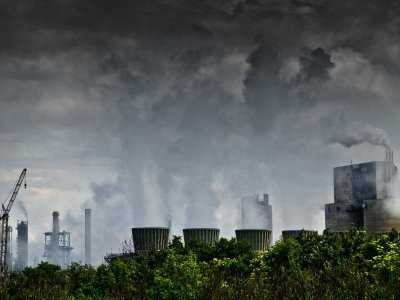 Zanieczyszczone powietrze związane z powiększeniem komór serca