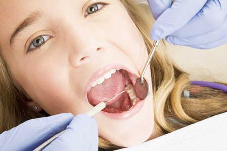 Jak przekonać dziecko do aparatu na zęby?