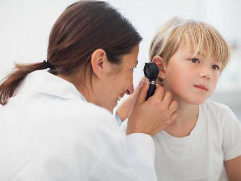 Ucho pływaka - przyczyny i objawy
