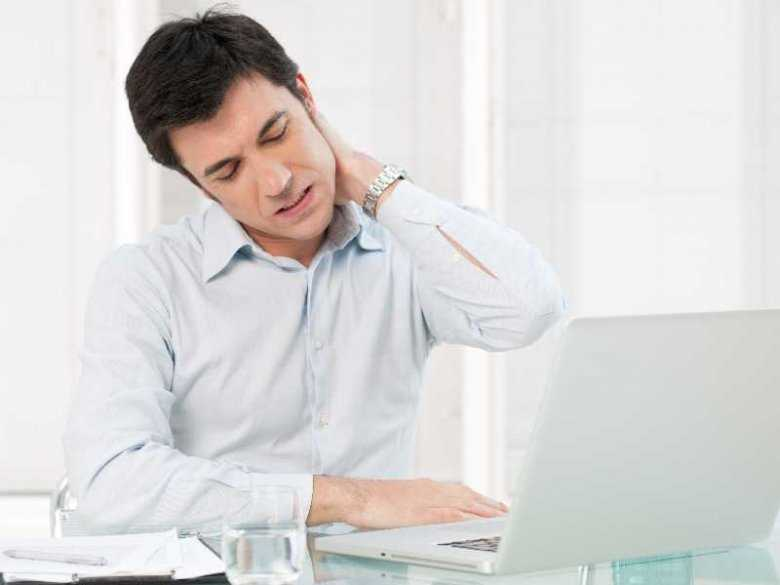 Ból karku podczas pracy przed komputerem