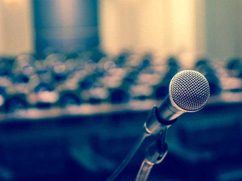 mikrofon_konferencja_shutterstock_360870461