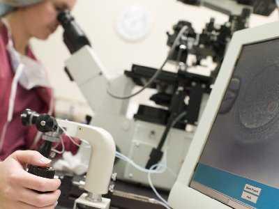 Problem płodności po laparoskopowej resekcji fragmentu jelita okolicy okrężniczo-odbytniczej z powodu endomertiozy.