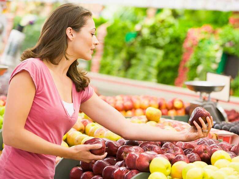 Kupowanie owoców i warzyw na targu